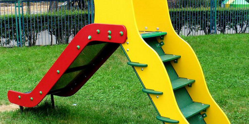 Jak wybrać wyposażenie do placu zabaw